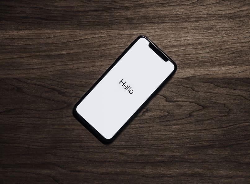 Handy mit weißem Hintergrund