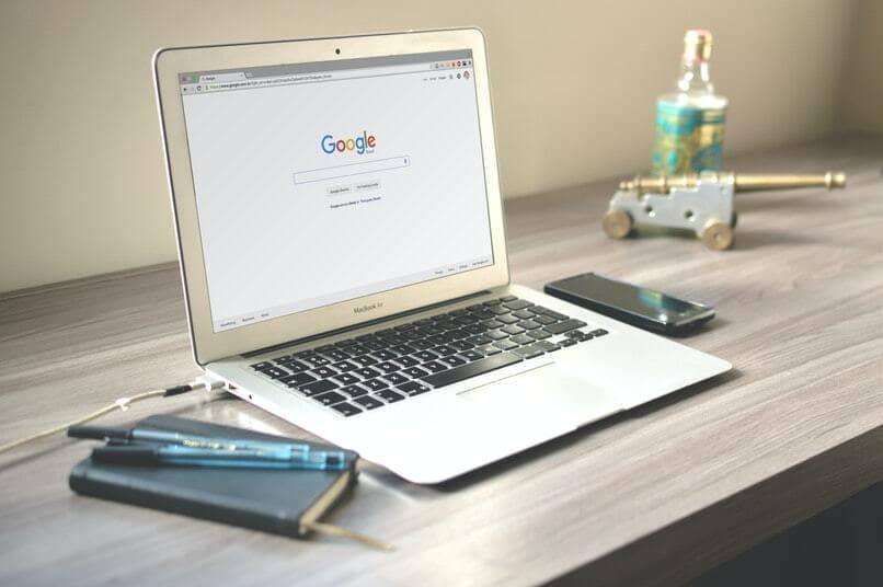 Laptop mit Google Chrome