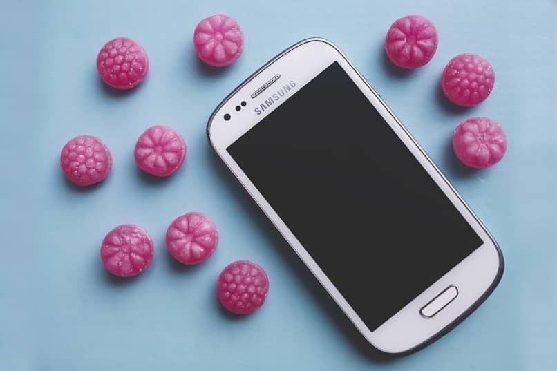 Samsung S6 mit rosa Blasen herum