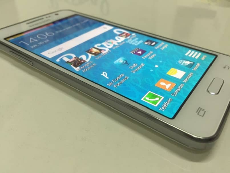 Handy Samsung auf dem Tisch