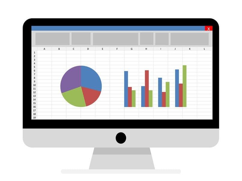 PC mit Grafiken auf dem Bildschirm
