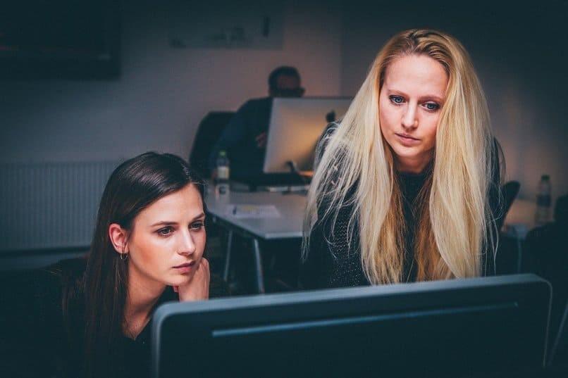 Frauen mit PC