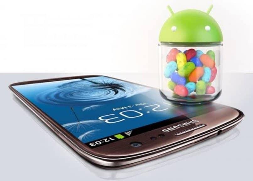längliches Handy auf Werkseinstellungen zurückgesetzt