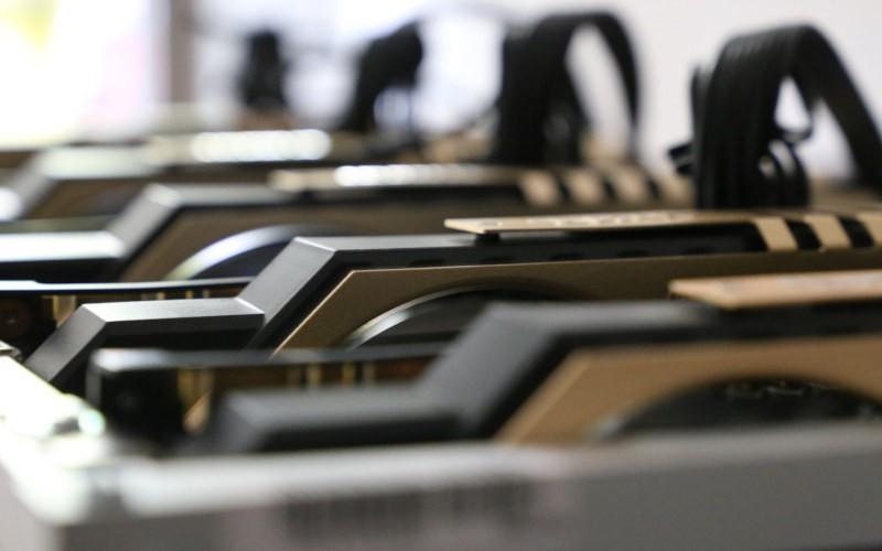 Lohnt es sich, 2019 eine eGPU zu kaufen?  Wir denken Folgendes: Eine eGPU ist eine GPU, die außerhalb eines Desktop- oder Laptop-Computers installiert ist.  Wir haben uns die aktuellen s.ate eGPUs angesehen, um festzustellen, ob sie 2019 einen Kauf wert sind.