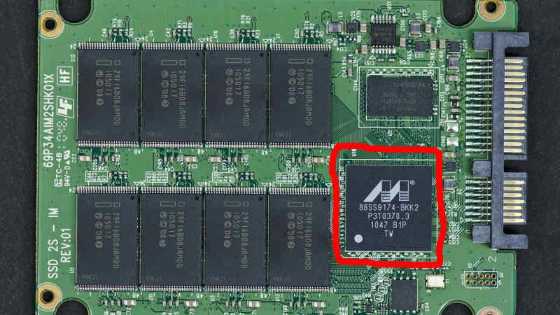 SD-Karte vs.  SSD: Sowohl die SD-Karte als auch die SSD verwenden einen Festkörperspeicher und haben keine beweglichen Teile.  Untersuchen Sie die SD-Karte vs.  SSD und finden Sie heraus, warum Sie nicht eine anstelle der anderen verwenden können.