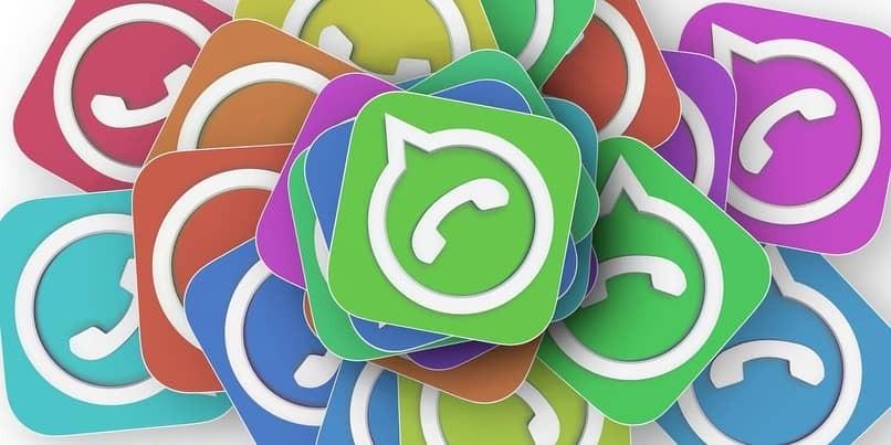 WhatsApp-Logo in verschiedenen Farben