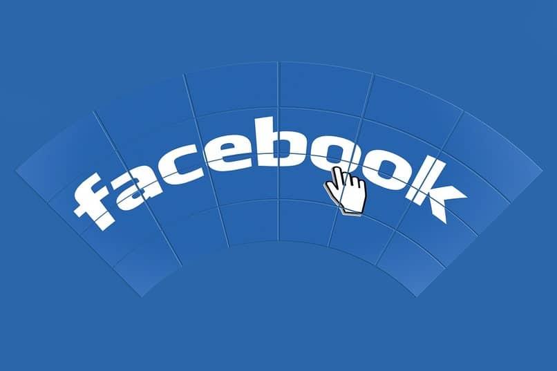 Name des sozialen Netzwerks Facebook auf blauem Hintergrund