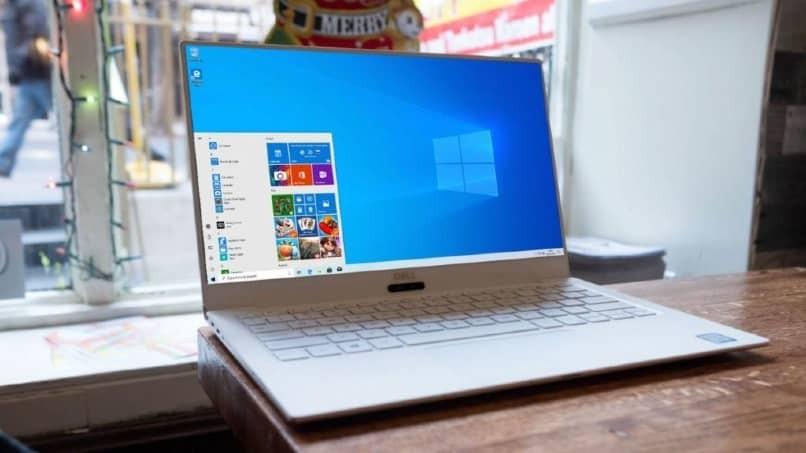 Laptop mit Windows 10 Betriebssystem