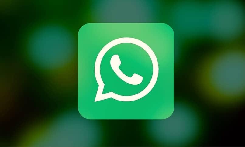 WhatsApp-Symbol mit unscharfem Hintergrund