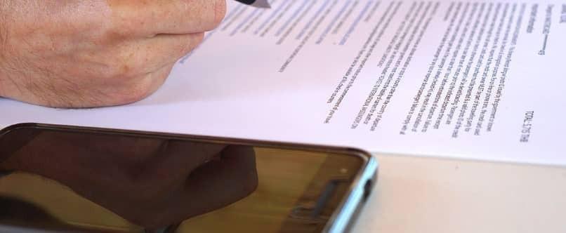 schriftlicher Vertrag zur Geltendmachung eines Gewährleistungsanspruchs auf dem Mobiltelefon