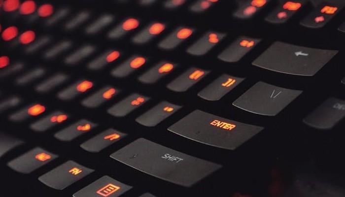 So verbinden Sie eine Tastatur und eine Maus mit Xbox One Unbekannt für viele unterstützt Xbox One sowohl kabelgebundene als auch kabellose Tastaturen und Mäuse.  So verbinden Sie Tastatur und Maus mit Xbox One.