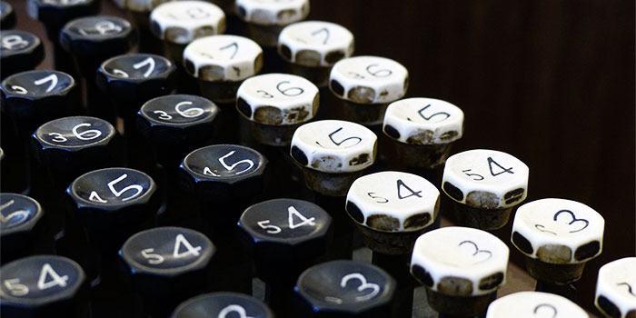 Was sind die Unterschiede zwischen binär, dezimal und hexadezimal?  Obwohl Sie mit dem Zählen von 1 bis 10 vertraut sind, verwenden Computer ein anderes Zahlensystem.  Lernen Sie die Unterschiede zwischen binär, dezimal und hexadezimal kennen und was sie alle bedeuten.